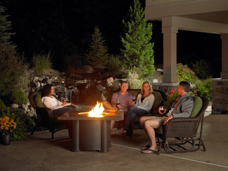 Outdoor greatroom company georgetown fireplace and patio for Great outdoor room company